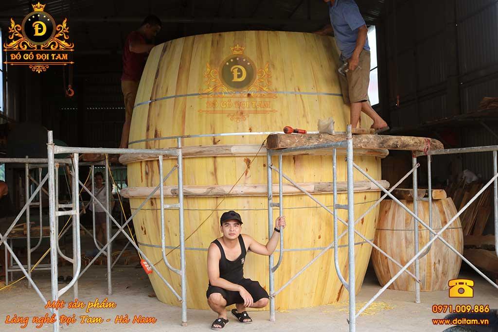 Quá trình dựng thân trống gỗ Mít cao 260 cm Tại Đồ Gỗ Đọi Tam