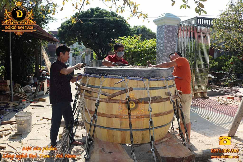 Nghệ thuật làm trống gỗ da trâu tại làng nghề truyền thống